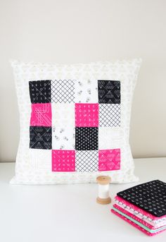 Shine Bright Quilted Pillow Tutorial Quilting Tutorials, Sewing Tutorials, Sewing Crafts, Sewing Projects, Sewing Ideas, Craft Projects, Patchwork Pillow, Quilted Pillow, Sewing Patterns Free