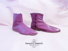Eva anckle boots | Atelier Angelica Absenta   Botines Eva  Boots made of garnet goat leather and with a fine leather sole. 100% customizable.   1800s boots regency, botas regencia