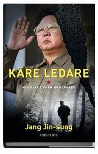"""Poeten och pianisten Jang Jin-sung tillhörde Nordkoreas propagandaministerium där han skrev hyllningstexter till diktatorn Kim Jong Il. När han lånar ut en förbjuden tidskrift till en vän hamnar han i onåd och tvingas fly 2004.Under 35 dramatiska dagar jagas han av säkerhetstjänst från Nordkorea, Kina och Sydkorea innan han lyckas ta sig till Sydkorea - en omskakande och thrillerartad kamp för friheten, som hämtad ur en John le Carré-roman.""""Han sitter på kunskaper och hemligheter om det…"""