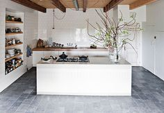 The kitchen trends for sees texture, storage and personalised furniture being used in new ways to create a unique but harmonious space. Farmhouse Renovation, Farmhouse Remodel, Home Renovation, Küchen Design, House Design, Interior Design, Style At Home, Barn House Conversion, Turbulence Deco