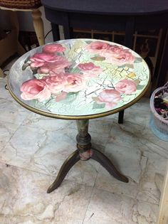 This decoupage technique is fast and easy and makes a great first time decoupage project. But it's also a great technique for the more experienced decoupage Diy Furniture Redo, Decoupage Furniture, Decoupage Art, Hand Painted Furniture, Shabby Chic Furniture, Furniture Making, Vintage Furniture, Mesas Shabby Chic, Shabby Chic Decor