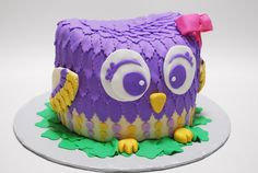 Do you think this purple owl cake is cute? #PurpleWeddingCake