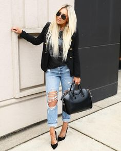 18 Ways to Wear Your Ripped Jeans Modest Winter Outfits, Winter Outfits 2019, Casual Outfits, Cute Outfits, Work Outfits, Distressed Jeans Outfit, Ripped Jeans Outfit, Distressed Denim, Everyday Outfits