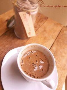 Brisando na Cozinha: Pó para - Delicioso e cremosinho! Chocolate Cafe, Hot Chocolate Coffee, Cappuccino Recipe, Cappuccino Machine, Cappuccino Coffee, Chocolates, Vegetable Drinks, Frappuccino, I Love Food