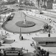 Régen agyagbánya volt, ma Széll Kálmán térnek hívják   24.hu Old Pictures, Old Photos, Commuter Train, Budapest, Historical Photos, The Past, Explore, City, Places