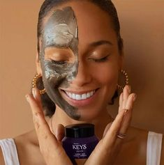 Erfahrungsbericht zu Alicia Keys Soulcare – heypretty.ch Best Makeup Tips, Best Makeup Products, Pure Products, She Walks In Beauty, Alicia Keys, Makeup Junkie, Fingers, Cosmetics, Eyes