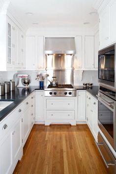 Elegant Small Galley Kitchen With White U DesignElegant Small Küchen Ideen,  Kuchen, Pantry Küche