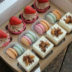 Image in Yum~ collection by KiKi on We Heart It Dessert Packaging, Bakery Packaging, Mini Desserts, Dessert Recipes, Mini Dessert Cups, Dessert Boxes, Sweet Box, Edible Gifts, Food Decoration