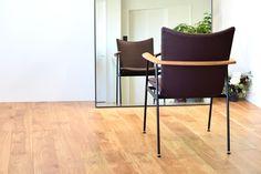 【大阪市 美容室 Three 様】 大阪市・北浜の美容院「Three」様へ、「yu-iron chair」×4脚を納品させていただきました。 #美容室の椅子 #おしゃれな椅子 #アイアンチェア #京都 #日本製  #chair #furniture #japan #kyoto #北欧インテリア #おしゃれなインテリア #おしゃれなチェア #おしゃれな家具 #つくりのいいもの #アイアン椅子 #美容院の椅子 #アイアン家具 #カットサロン家具  #北浜Three Bar Stools, Furniture, Home Decor, Bar Stool Sports, Counter Height Chairs, Interior Design, Home Interior Design, Bar Stool Chairs, Arredamento