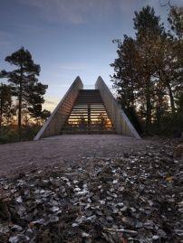Skulptur von Todd Saunders in Norwegen / Treppe im Wald - Architektur und Architekten - News / Meldungen / Nachrichten - BauNetz.de