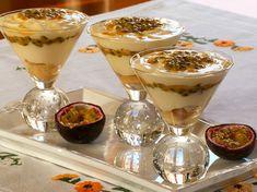 Tiramisu aux fruits de la passion Mousse, Panna Cotta, Food And Drink, Appetizers, Pudding, Passion, Ethnic Recipes, Tapas, Biscuits
