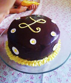 Chocolate ganache and simple sugar daisies make this signature cake an easy and fun birthday cake for a young teenage girl....my granddaughter Leah.