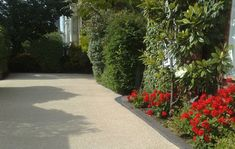 Decorative Driveways with Daltex Golden Pea 2-5mm Resin Bound: Resin Bonded Aggregates: