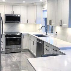 Love this modern, bright, cheerful kitchen with those crisp quartz countertops! Kitchen Reno, Kitchen Design, Kitchen Cabinets, Kitchen Installation, Quartz Countertops, Houzz, Crisp, Bright, Modern