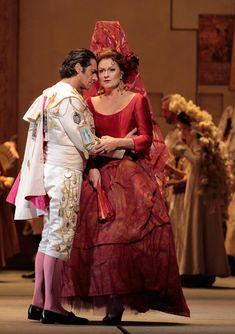 LA Opera - Carmen (Patricia Bardon) expresses her love for the matador Escamillo (Ildebrando D'Arcangelo) as he prepares to enter the bullring. Photo: Robert Millard © LA Opera 2013