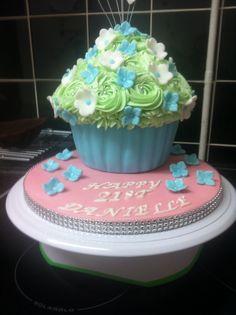 Giant cupcake Large Cupcake Cakes, Giant Cupcakes, Birthday Cakes, Desserts, Food, Tailgate Desserts, Deserts, Meals, Birthday Cake
