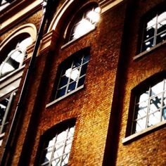 Hay's Galleria In London as seen through the eyes of various filters and photographic adjustments. I love how those windows sparkle on the warm golden brick wall.  #architecture #architecturelovers #instaarchitecture #londonarchitecture #haysgalleria #London #lovelondon #londonbridge #thames #thamespath #thameswalk #thamesriver #window #windows #archilovers #archilover #timeoutlondon #thisislondon #prettycitylondon