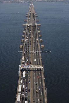 ponte Rio-Niterói, entre as cidades do Rio de Janeiro e Niterói,Brazil
