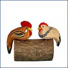 Ich weiß, es ist ja noch gar nicht Weihnachten. Aber die beiden Hühner auf der Stange finden wir einfach genial. Und selbst ohne Weihnachtskrippe kann man sie hübsch dekorieren. Die #Hühner und andere Krippenfiguren von Lotte Sievers-Hahn findet Ihr hier im #Feingefuehlshop: http://feingefühl-shop.de/weihnachten-und-ostern/weihnachten/778/huehnchen