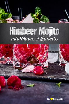 Our raspberry mojito tastes so deliciously fruity! The raspberries harmonize wonderfully with the mint and lime. Definitely try on a mild summer evening and serve it to the guests! Drinks Alcohol Recipes, Non Alcoholic Drinks, Cocktail Recipes, Popular Cocktails, Summer Cocktails, Smoothie Recipes, Smoothies, Raspberry Mojito, Mojito Cocktail