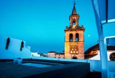 Apartamentos situados en el corazón de Sevilla con un interior vanguardista. Maravillosa terraza con piscina. Una estancia en Sevilla inigualable.