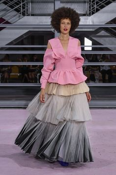 Maison Rabih Kayrouz Parigi - Spring Summer 2019 Ready-To-Wear - Shows - Vogue. Runway Fashion, High Fashion, Luxury Fashion, Fashion Boots, Fashion Trends, Edgy Dress, Lace Dress, Simple Dresses, Cute Dresses