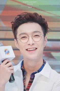 Smiley Yixing to make your day better Lay Exo, Exo Korean, Korean Boy, Tao, K Pop, Yixing Exo, Chanyeol Baekhyun, Exo Ot12, Hip Hop And R&b