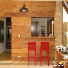 Projeto aposta na madeira para criar ambientes aconchegantes. Veja mais: