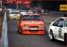 Der Jägermeister-Opel Omega, gefahren von Peter Oberndorfer in der 1991er (?) DTM-Saison