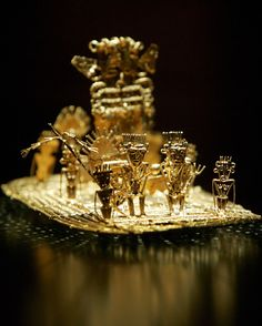 Picture of a golden artifact depicting the El Dorado myth
