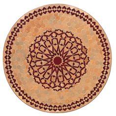 Ein Mosaiktisch in Terrakottafarben- da fühlt man sich gleich wie im Urlaub in einem mediterranen Land. Und damit kann man sich den Sommer auch in die Wohnung holen...