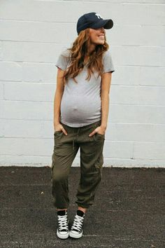 Such a cute maternity outfit!