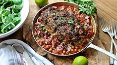 Většina rodin používá dokola jeden a ten samý recept na sekanou, i když by se na tom mohli pěkně vyřádit. Stačí přidat do masové směsi jiné koření, slaninu nebo třeba sýr a hned dostane jídlo naprosto jiný rozměr. Kitchen Stories, Beef, Rodin, Fresh, Food, Meal, Essen, Hoods, Ox