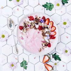 Pink smoothies always get my heart! 😋💗 . 📷:@elsas_wholesomelife🙌🏻🙏🏻😁 . #smoothie #healthylife #healthyliving #food #healthyfood #healthybreakfast #smoothie #vegan #plantbased #chocolate #ontbijt #gezond #gezondontbijt #healthy #bestofvegan #shake #ahealthynut #eeeeeats #letscookvegan #veganfoodshare #veganfoodporn #foodporn  Yummery - best recipes. Follow Us! #veganfoodporn