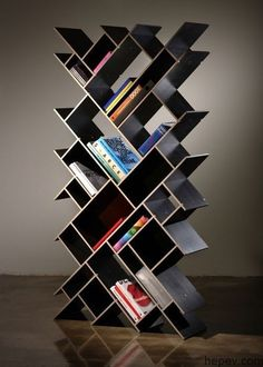 52 Simple Bookshelf Design Ideas That are Popular Today - Home-dsgn Simple Bookshelf, Creative Bookshelves, Bookshelf Design, Unique Shelves, Modern Bookshelf, Billy Regal Hack, Articles En Bois, Home Furniture, Furniture Design