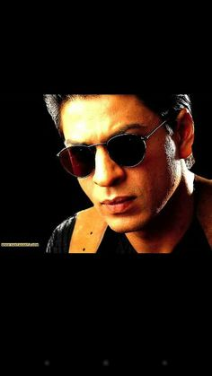 How can you not love this face! SRK in One 2 Ka 4