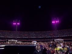 Around na hour before the concert starts. It was really crowded! Believe around 75 and 78 Thousand people.