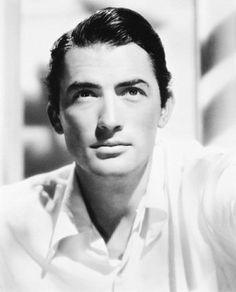 Gregory Peck - old Hollywood handsome!
