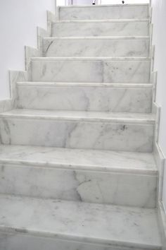 Granite Stairs, Granite Tile, House Main Gates Design, Home Stairs Design, Stair Risers, Stair Railing, Living Room Theaters, Gypsum Ceiling Design, Marble Staircase