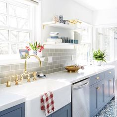 There is something so pretty and yet intimidating about open shelving in the kitchen. They have to stay organized, yes, and no, you can't style them with your sippy cups or tupperware. Today on the blog I'm sharing open shelving tips that might make you brave enough to try them out, like our client above.  @zekeruelas
