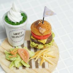 ヤフオク出品予定 miniature 1/12 ハンバーガーランチ 付け合わせはポテトとサラダでシンプルにしてみました…