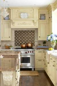 We give you 20 modern kitchen backsplash ideas with various materials and colors. The backsplash is an important element of the kitchen design. Cuisine Tudor, New Kitchen, Kitchen Dining, Kitchen Decor, Kitchen Cabinets, Kitchen Tiles, Rustic Kitchen, Stylish Kitchen, Sweet Home