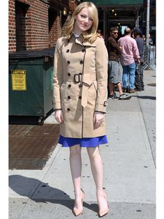 Emma Stone love her trench coat