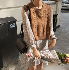 New o neck Girls Pullover vest sweater Autumn Winter short Knitted Women Sweaters vest Sleeveless Warm Sweater Casual oversize – Hot Products Sweater Vest Outfit, Sweater And Shorts, Long Sweater Vest, Vest Outfits For Women, Clothes For Women, Fall Clothes, Mode Dope, Look Fashion, Fashion Outfits