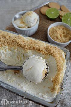 Delicioso, fácil, rápido. Este helado o nieve pay de limón no usa máquina y queda muy cremoso! Sabe igualito al pay de limón solo que en versión helada.