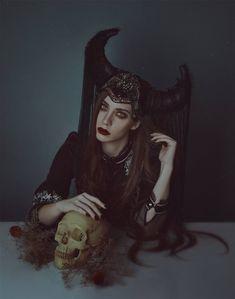 Original Portrait Photography by Lidia Vives Dark Photography, Photography Women, Portrait Photography, Digital Photography, Fantasy Portraits, Dark Beauty, Surreal Art, Autumn Inspiration, Dark Flowers