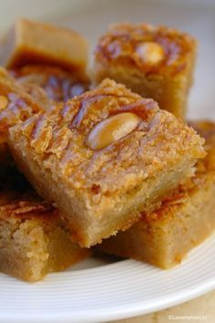 Butter cake with biscuit - Lovemyfood. Dutch Recipes, Baking Recipes, Sweet Recipes, Cookie Recipes, Homemade Biscuits From Scratch, Baking Bad, Pastry School, Creme Dessert, Cake Cookies