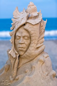 "Esculturas de areia - ""Mulher-Concha"" , Eric Kilby"