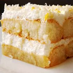 Tiramisú de limón, receta fácil y refrescante. ¡Sin horno! Cake Cookies, Cupcake Cakes, Bunt Cakes, Delicious Desserts, Dessert Recipes, Small Desserts, Icebox Cake, Pan Dulce, Pound Cake Recipes