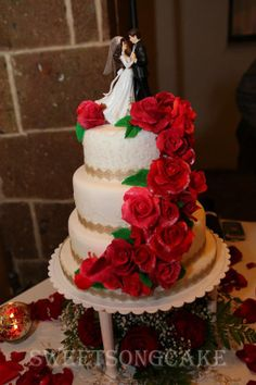 Waltz wedding cake with fountain from red roses